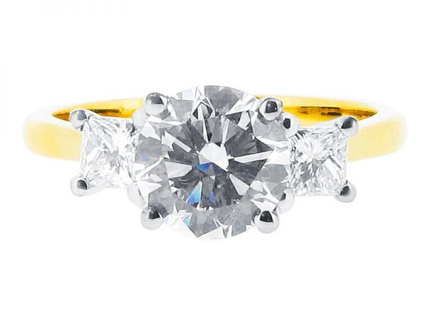 ER 1085 round solitaire princess side 3 stone