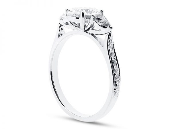 ER 1211 Side oval solitaire pear sides pave