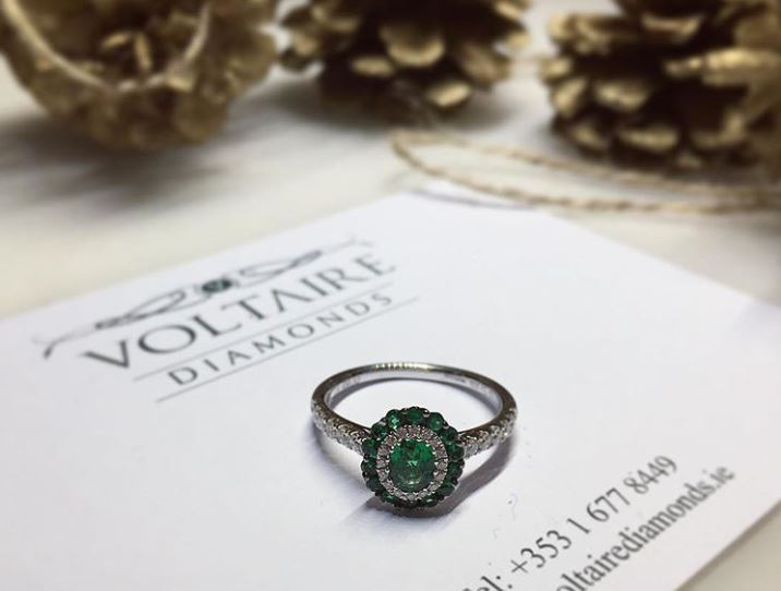 emerald engagement ring1